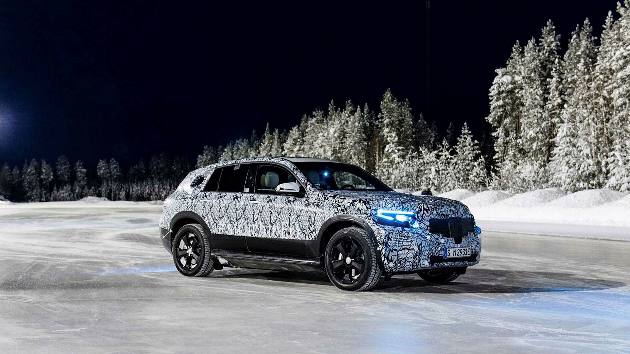 Mercedes-Benz EQC kommer neste år. Her testes elbilen i Nord-Sverige.