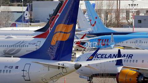 Hundrevis av Boeing 737 Max-fly har stått parkert på bakken siden det ble innført flyforbud for flyet etter at et etiopisk fly styrtet i mars i fjor. Her fra en parkeringsplass ved Boeing-fabrikken i Seattle.