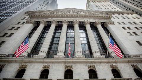 Sentralbanken i USA senker renten når beslutningstagerne nevner aksjemarkedet i negative ordelag, viser tekstbasert analyse av sentralbankens dokumenter, skriver Joakim Kvamvold.