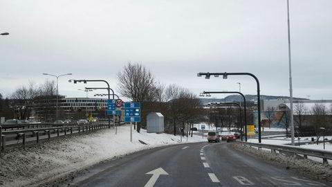 Fra 1. mars må elbilister betale 10 og 15 kroner for å passere de to bomringene i Oslo, nesten en dobling fra dagens nivå.
