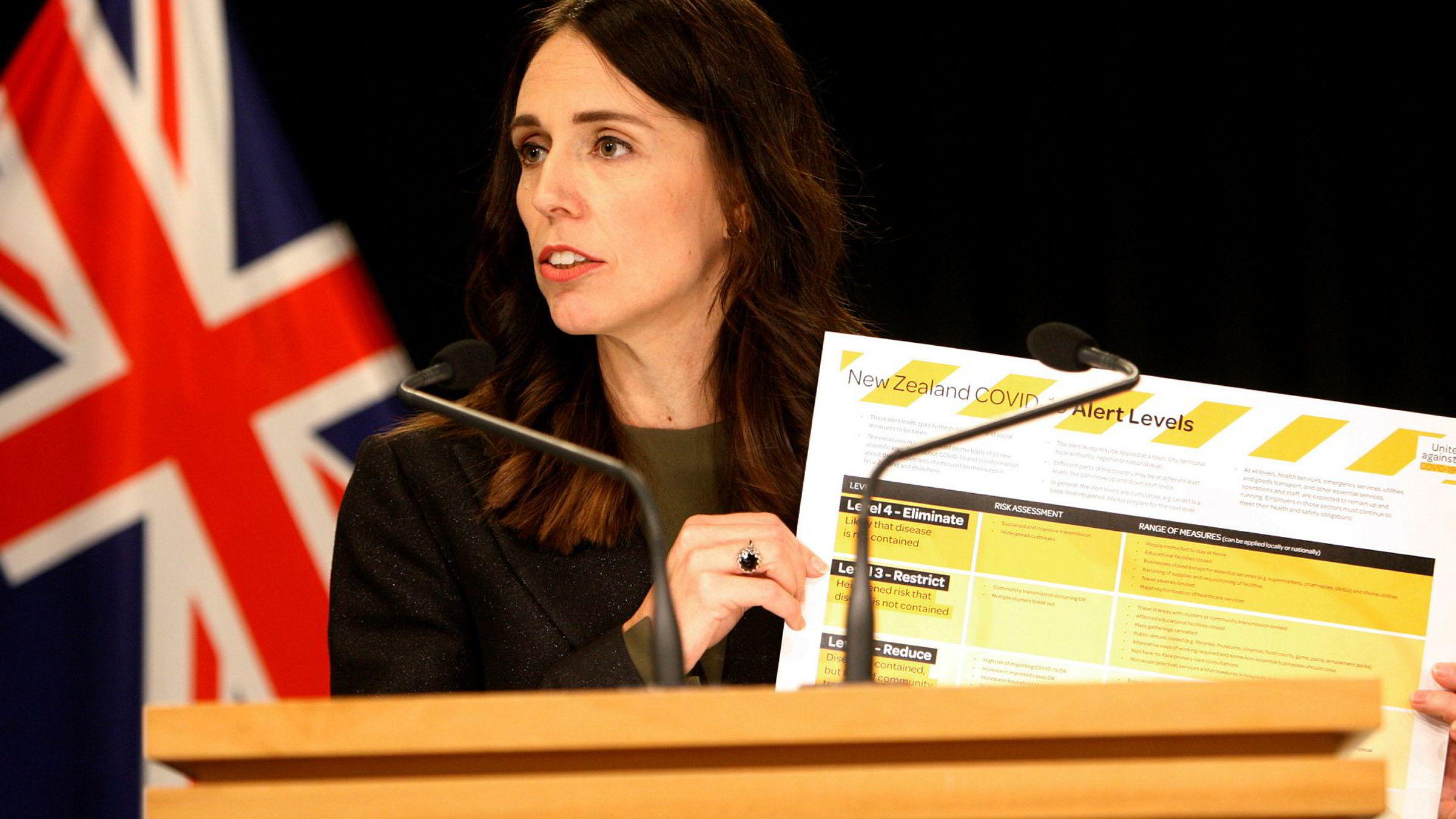 New Zealands statsminister Jacinda Ardern innførte onsdag unntakstilstand etter at antallet koronasmittede i landet passerte 205 bekreftede tilfeller. Allerede mandag varslet statslederen en full lukking av samfunnet, noe som ble gjentatt etter nye smittetall onsdag