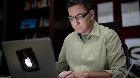 Påtalemyndigheten mener den amerikanske journalisten Glenn Greenwald ikke bare tok imot chattemeldingene fra hackere – men at han medvirket til datatyveri.