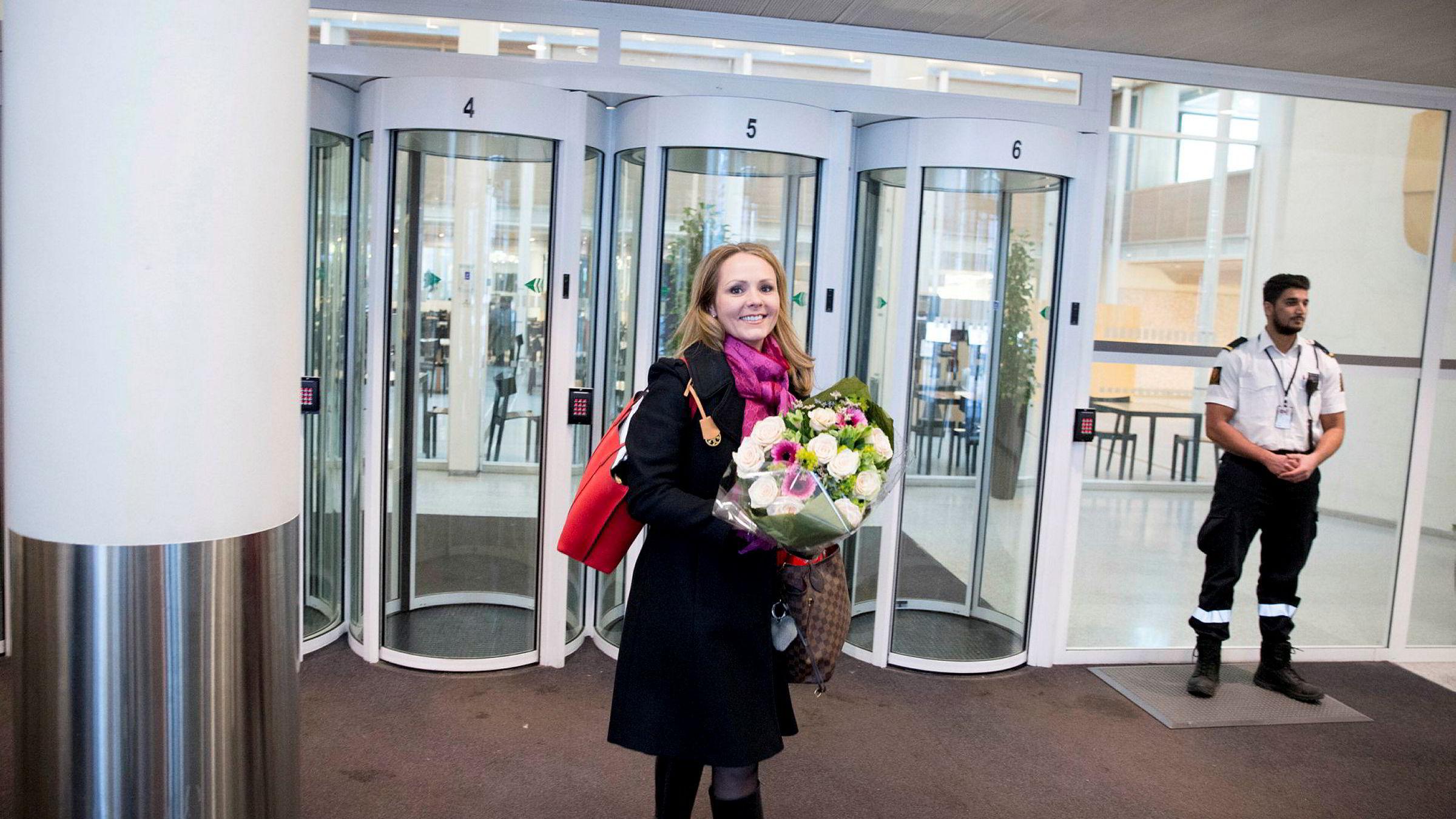 Komitéleder Linda Hofstad Helleland, som også er nyslått distriktsminister, ber nå Høyres landsmøte gjøre et klart vedtak om mer vind- og vannkraft og oppdrett, under forutsetning av at berørte kommuner får belønning.