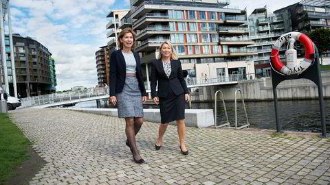 DNBs shipping-sjef Kristin H. Holth (til venstre) får også ansvaret for olje og fisk i banken. Næringsminister Monica Mæland ber andre banker følge etter.