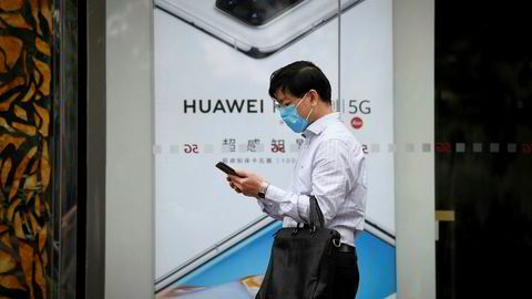 Huaweis flaggskipsmodeller var markedsvinnere i fjor vår i en rekke nøkkelmarkedet, blant annet i Skandinavia. De amerikanske sanksjonene har ført til at salget av smarttelefoner utenfor hjemmemarkedet har falt.