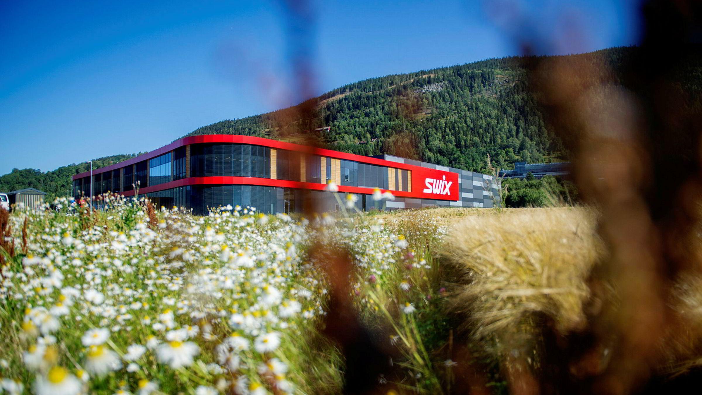 Swix Sport, med sitt hovedkvarter i Blåswixveien, blir styrket på friluftslivsiden med oppkjøpet av Helsport. Foto: Thomas Haugersveen