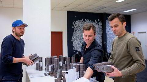 Fra høyre: Kjetil Frederiksen, Adrian Christopher Huer og Morten Iversen i Snus365.no som er uenig med Virke KBS om at lovverket er «snillere» mot nettbutikkene.