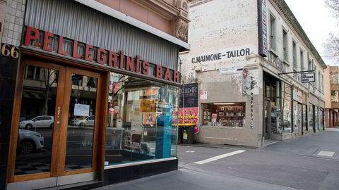 Folketomme gater og stengte butikker har vært realiteten i Melbourne i Victoria etter at delstaten har registrert en rekke smittetilfeller og koronarelaterte dødsfall.