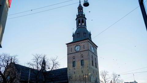 I Norge er det mye bluferdighet knyttet til tro, og jeg har hørt ganske mange varianter av utsagnet: «Jeg er vel ikke kristen, men jeg ber aftenbønn hver kveld», skriver Kristin Gunleiksrud Raaum. Her: Oslo domkirke.