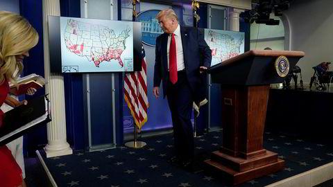 President Donald Trump kunngjorde torsdag at deler av republikanernes møte i Florida i neste måned blir avlyst på grunn av virussituasjonen.
