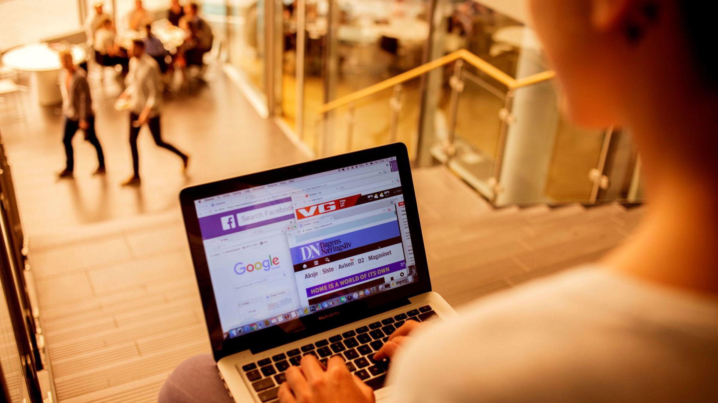 Vi bruker stadig mer tid på nettet, ifølge Norsk Mediebarometer.