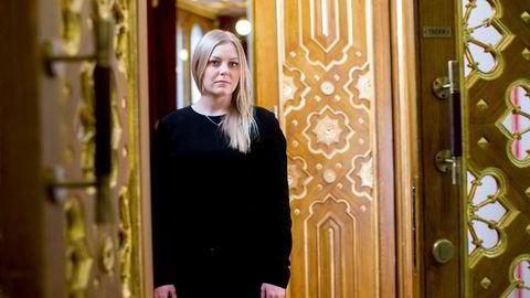 Høyres energipolitiske talsperson, Tina Bru, minner regjeringspartnerne om plattformen som ligger til grunn.