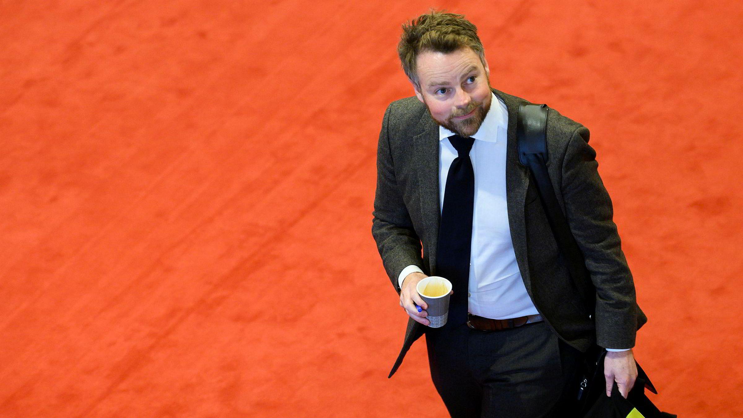 Næringsminister Torbjørn Røe Isaksen delte ut 1,25 milliarder kroner til FoU-støtte til næringslivet før jul.
