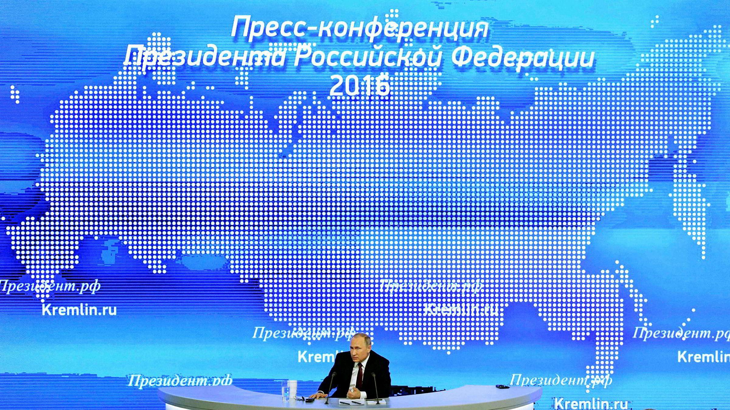 Russlands president Vladimir Putin må holde på populariteten i en stadig forverret økonomi og det er kun spektakulære seire utenlands som kan levere dette, skriver artikkelforfatteren.