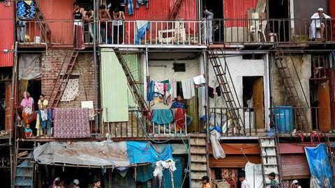 – Det er ingen lovmessighet i at likestilling skaper vekst eller reduserer fattigdom overalt, skriver artikkelforfatteren. Her fra slummen i Mumbai.