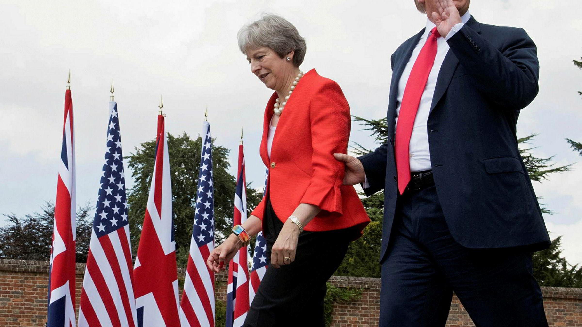 Den amerikanske presidenten Donald Trump og den britiske statsministeren Theresa May ankommer en felles pressekonferanse i forbindelse med statsbesøket, fredag 13. juli.