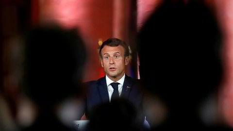 Frankrikes president Emmanuel Macron sier Libanons politiske ledelse har lovet at en ny kriseregjering, som skal gjøre et omfattende reformarbeid i landet, vil være på plass innen 15 dager.