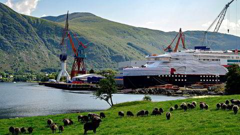 Kleven Verft sliter økonomisk, og har kun ett oppdrag i dag – MS «Fridtjof Nansen» som bygges for Hurtigruten og skal ferdigstilles til årsskiftet. Nå jobber verftet hardt for å få nye oppdrag.