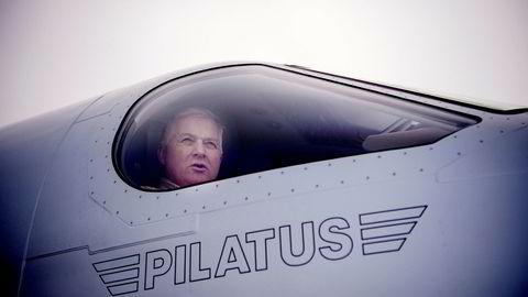 Ola Giæver har lagt bak seg havariet med Flyviking, og stilte for noen dager siden på Eggemoen flyplass i Hønefoss med det nye propellflyet Pilatus PC-12. Hvis han kjøper flyet, kan det registreres i utlandet.