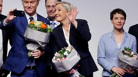 Populisme i Europa og USA truer kampen mot korrupsjon, mener Transparency International, som påpeker at sivilsamfunnet og mediene trenger ytringsfrihet og åpenhet for å holde de mektige i ørene. Her er et knippe høyreorienterte, europeiske populister under et møte for europeiske nasjonalister i Koblenz i Tyskland i helgen. F.v.: Nederlandske Geert Wilders, franske Marine le Pen og tyske Frauke Petry.