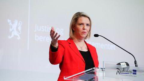 Innvandrings- og integreringsminister Sylvi Listhaug (Frp) - her med kors.