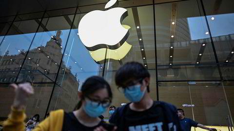 Kinesiske forbrukere er tilbake ved kjøpesentrene etter koronapandemien. Det har vært høy trafikk ved Apple-utsalgene under 1. mai-langweekenden. Alle Apples utsalg har åpnet i Kina igjen. I store deler av Europa og USA holder de fortsatt stengt. Her fra Shanghai.