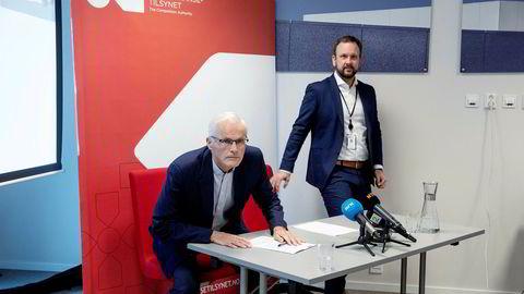 Konkurransetilsynet avholdt pressekonferanse etter razziaene mot dagligvarehandelen. Konkurransedirektør Lars Sørgard (til venstre) og Sigurd Birkeland, leder for «Prosjekt Dagligvare».