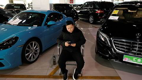 Den økonomiske veksten i Kina er den svakeste på nesten 30 år, den samlede gjelden har aldri vært høyere og flere selskaper klarer ikke å betjene forpliktelsene. Personbilsalget faller for andre år på rad i 2019.