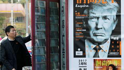 USAs president Donald Trump avbildet i en nyhetskiosk i den kinesiske byen Shanghai i forkant av møtet mellom Trump og Kinas president Xi Jinping.