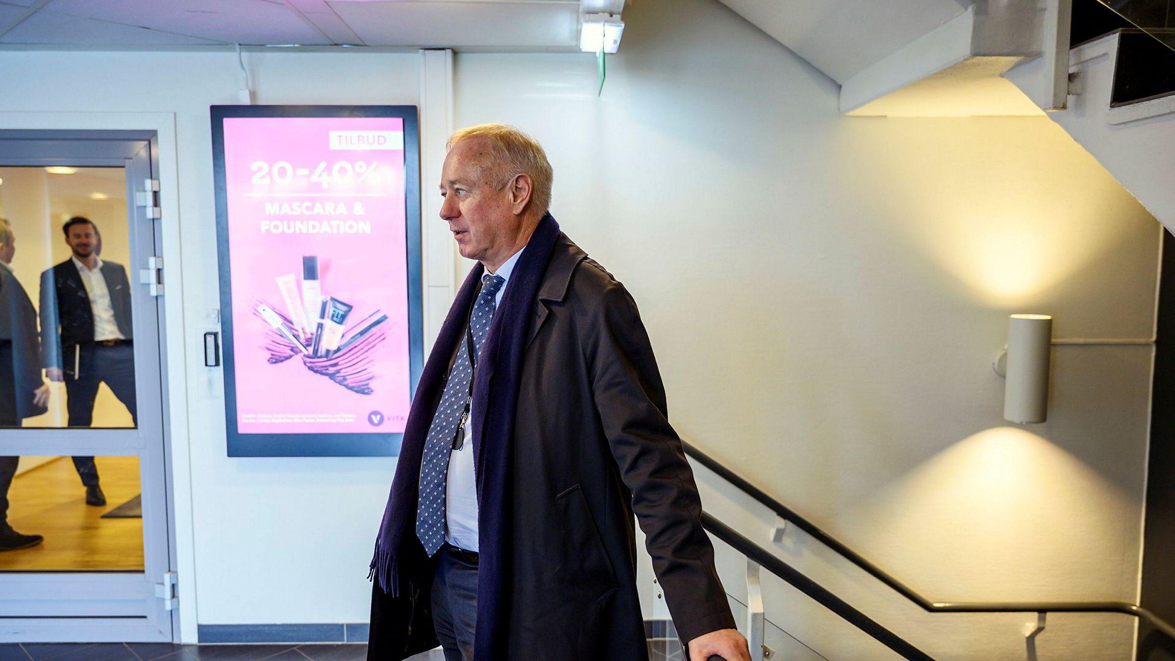Bostyrer Tom Hugo Ottesen på vei inn i hovedkontoret til Vita-eieren Cosmetic Group. Konkursbegjæringen slo ned som en bombe mandag morgen.