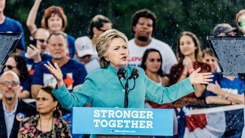Hillary Clintons famøse utskjelling av Trump-tilhengere som avskum («basket of deplorables») slo tilbake på henne i USAs presidentvalg, og resultatet fikk verden raskt erfare, sier forfatteren.