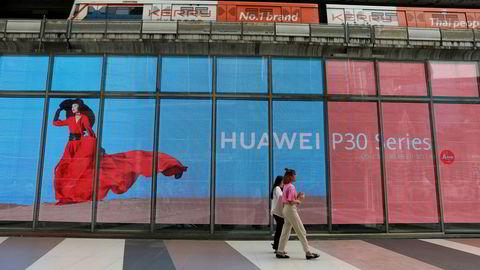 Nye statistikker fra analyseselskapet Canalys for tredje kvartal viser at Huawei tar markedsandeler fra Apple. 19 prosent av alle smarttelefoner som ble solgt i tredje kvartal kom fra det kinesiske selskapet. Dette til tross for at telefonene ikke selges i USA.