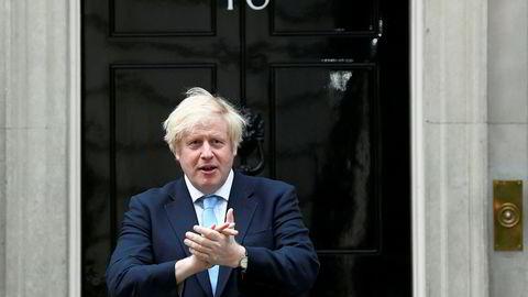 Storbritannias statsminister Boris Johnson utenfor statsministerboligen i London.