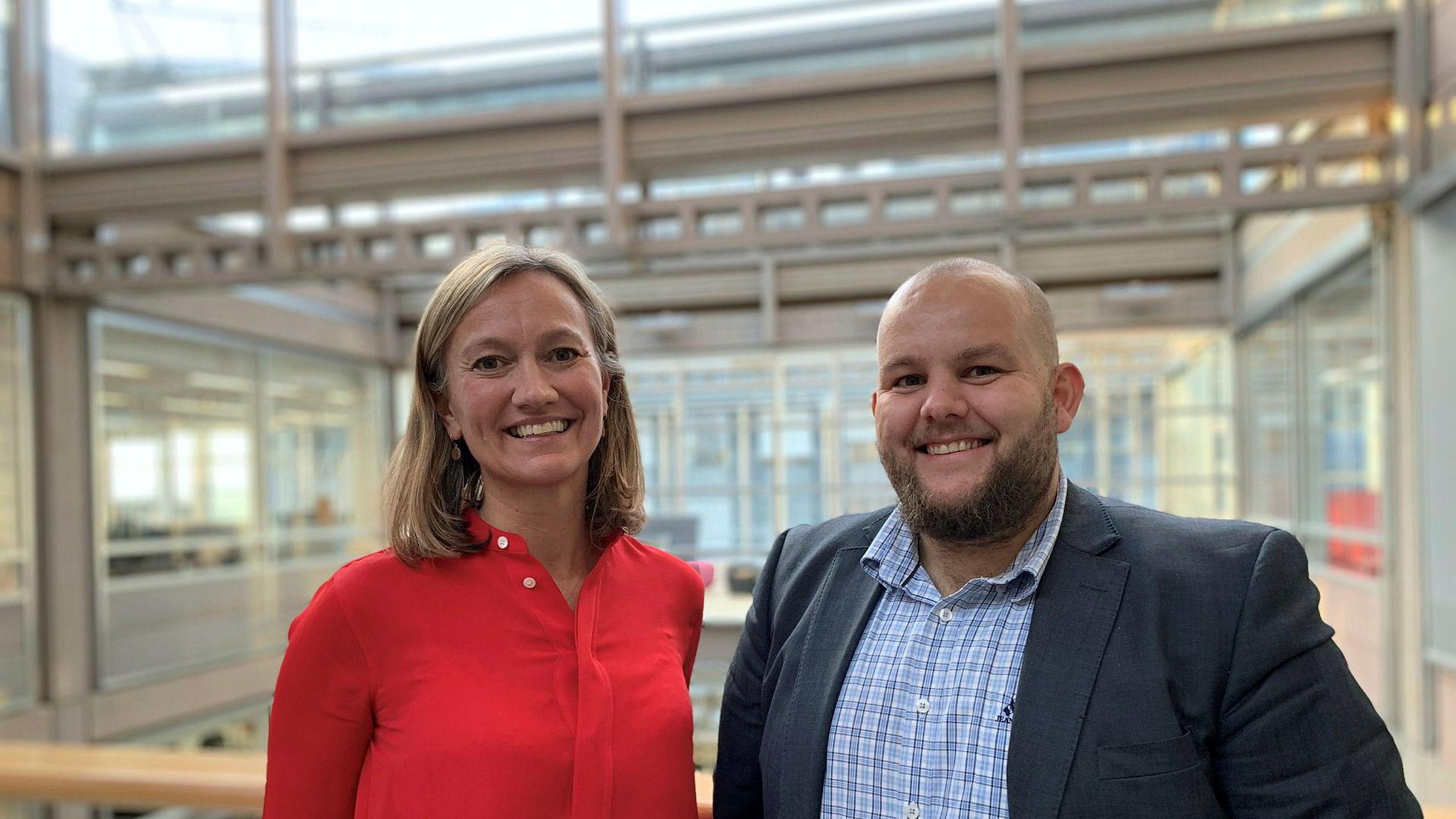 Siv Tveitnes, konserndirektør for nyhetsmediene i Schibsted, og Gard Michalsen, sjefredaktør i E24.