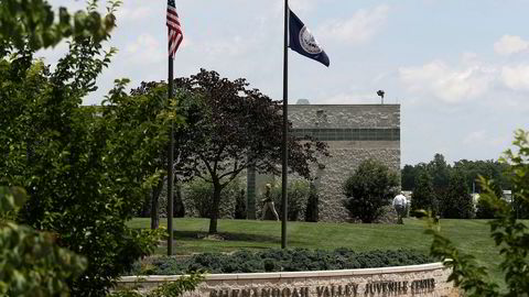 Shenandoah-senteret ble opprinnelig bygd som et fengsel for ungdommer som har begått alvorlige forbrytelser, men har siden 2007 også blitt brukt som mottak for jenter og gutter i alderen 12 til 17 år i påvente av asyl eller utvisning. Nå forteller flere om overgrep fra vaktene.