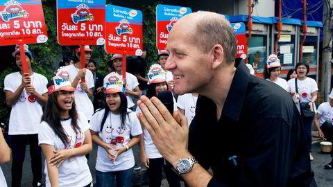 Konsernsjef Sigve Brekke i Telenor håper på å få en avtale med det thailandske statseide teleselskap Tot for å benytte en ledig frekvens selskapet har. I 2018 mister Telenor-selskapet Dtac frekvensene de har i Thailand i dag. Her er Brekke avbildet i 2010 i Thailand.