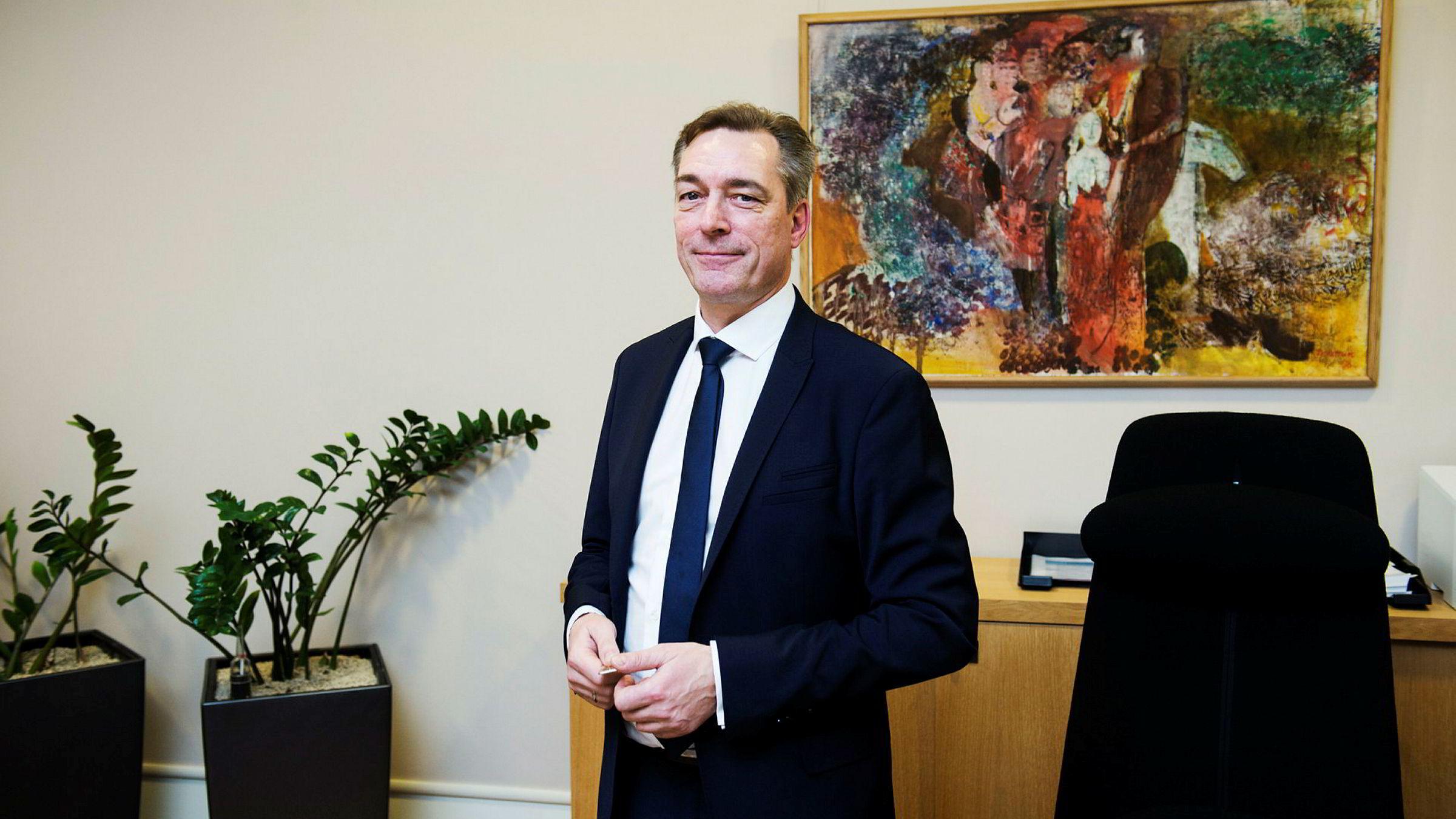 Europaminister Frank Bakke-Jensen feirer jul i EU.