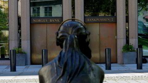 Det er mildt sagt skrint med pengepolitisk krutt på lager, skriver Kjersti Haugland i kronikken.
