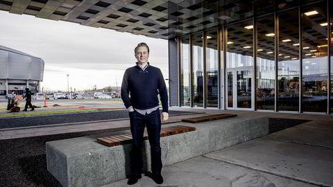 Akastor-sjef Kristian M. Røkke kunne fredag melde om et kraftig hopp i omsetning og resultat for andre kvartal. En av kvartalets gode nyheter fører imidlertid til store nedskrivninger.