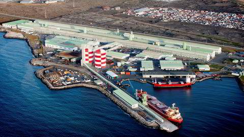Dette aluminiumsverket i Straumsvik i Island vil Norsk Hydro kjøpe av det multinasjonale gruveselskapet Rio Tinto.