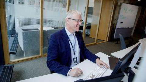 Torvald Kvamme, bankdirektør i Bulder Bank, fikk denne uken opplæring slik at han kunne hjelpe til med å svare på spørsmål fra kundene.
