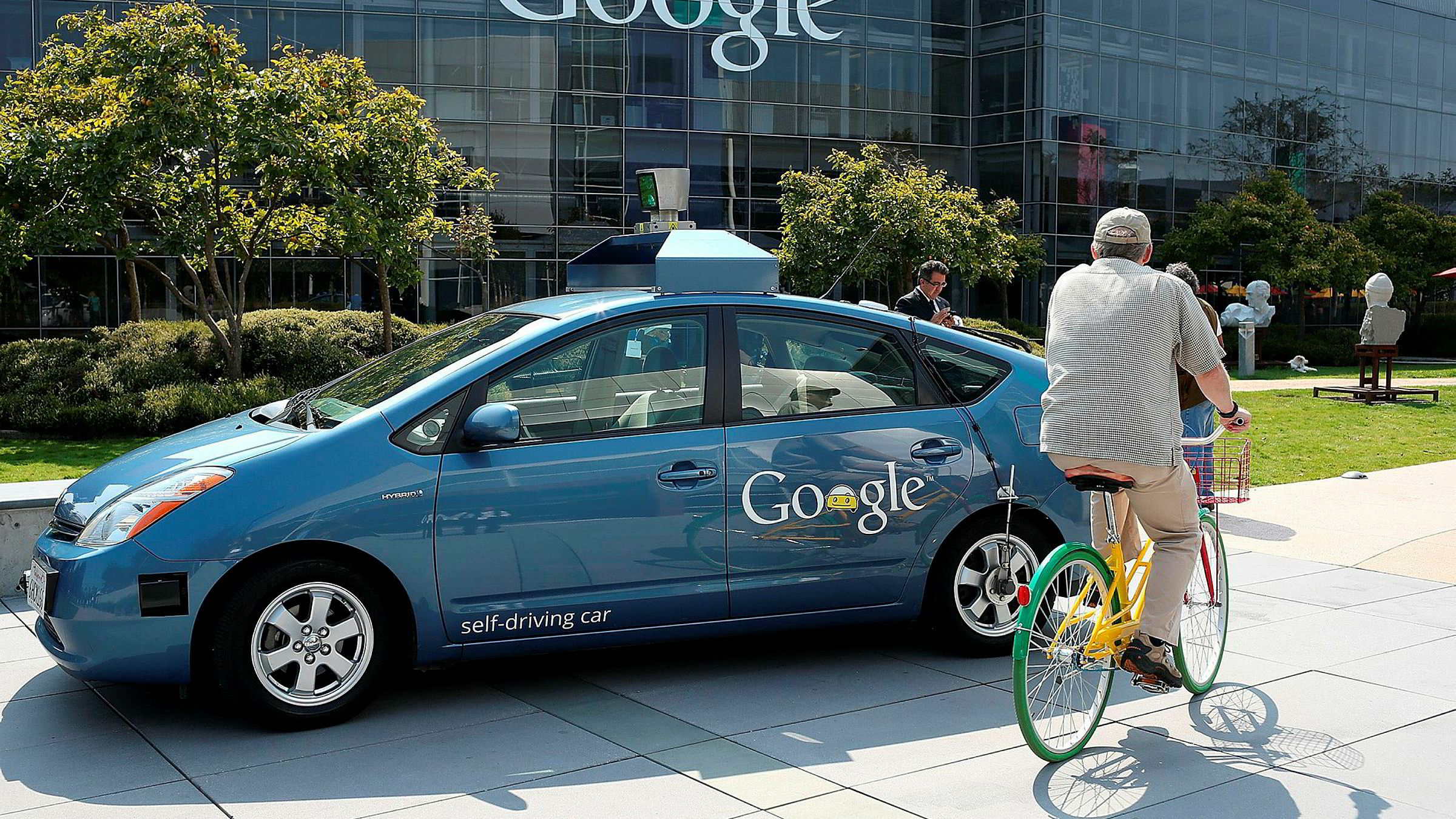 Gjennomsnittsbilen står stille 23 timer i døgnet. Førerløse biler, som blant annet Google utvikler, kan gi vesentlig billigere passasjerkilometer.