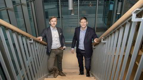 Kredittanalytiker Ole André Kjennerud (til venstre) og Henning Sørlie, direktør med ansvar for obligasjonstilrettelegging i DNB Markets.
