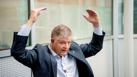 Norwegian-sjef Jacob Schram står med utfordringer til over hodet i forsøket på å redde flyselskapet. Mandag kan han enten være i mål – eller selskapet går konkurs.