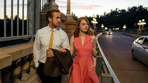«Moonlight» og «La La Land» leder an i nominasjonene til Oscar-utdelingen i helgen. Ryan Gosling og Emma Stone spiller her i «La La Land», en film å bli sjarmert og imponert over.