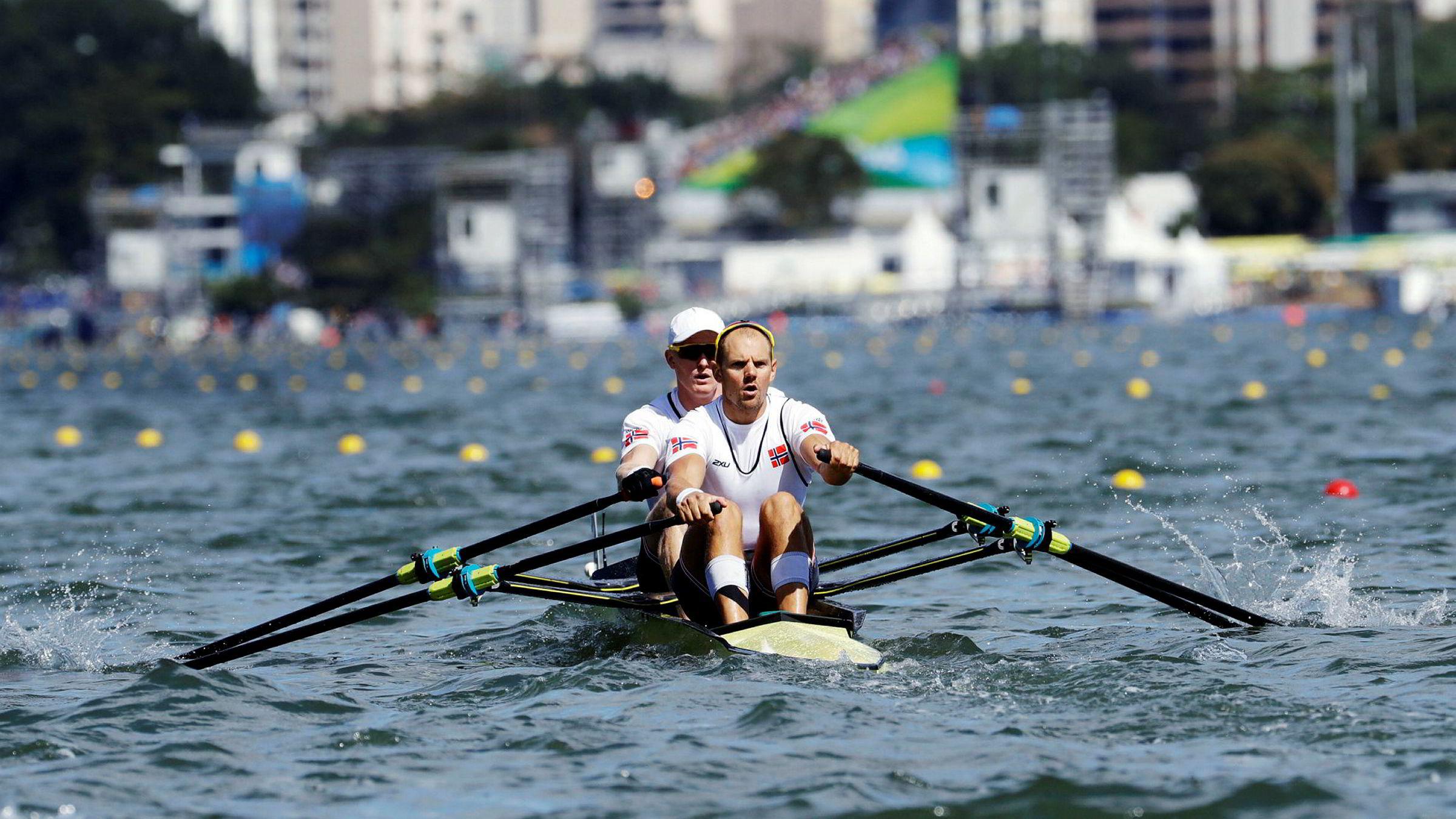Olaf Tufte forbereder seg til ro-VM i september der han skal delta med Kjetil Borch. Samtidig selger han undertøy for millioner. Her er de to roerne i aksjon under sommer-OL i Rio i fjor.