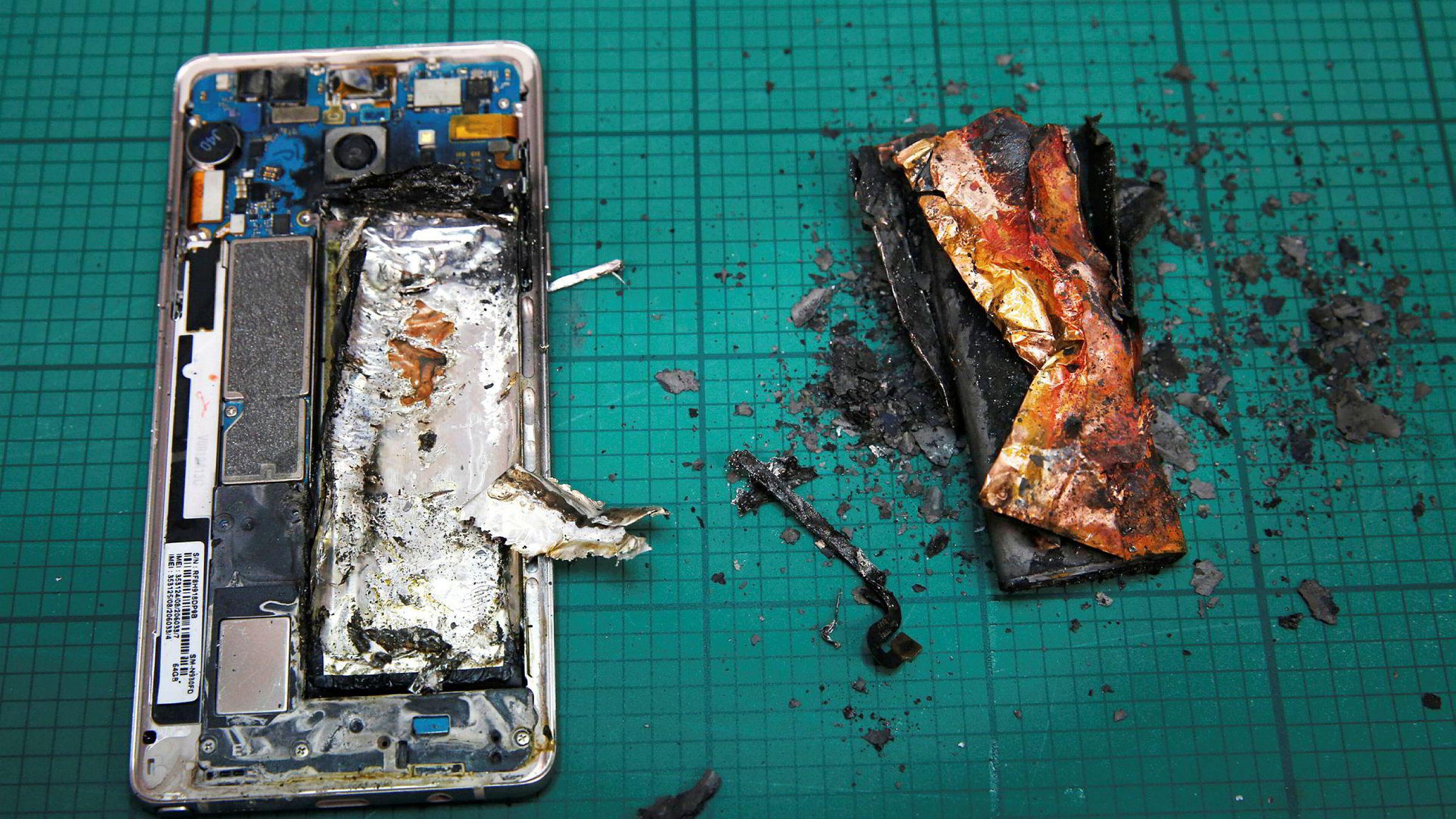 I 2016 innførte flyselskaper over hele verden forbud mot å ta med Samsungs Galaxy Note 7 om bord på fly på grunn av eksplosjonsfare. Samsung håndterte krisen dårlig. Til slutt måtte de tilbakekalle flere millioner enheter av Note 7.