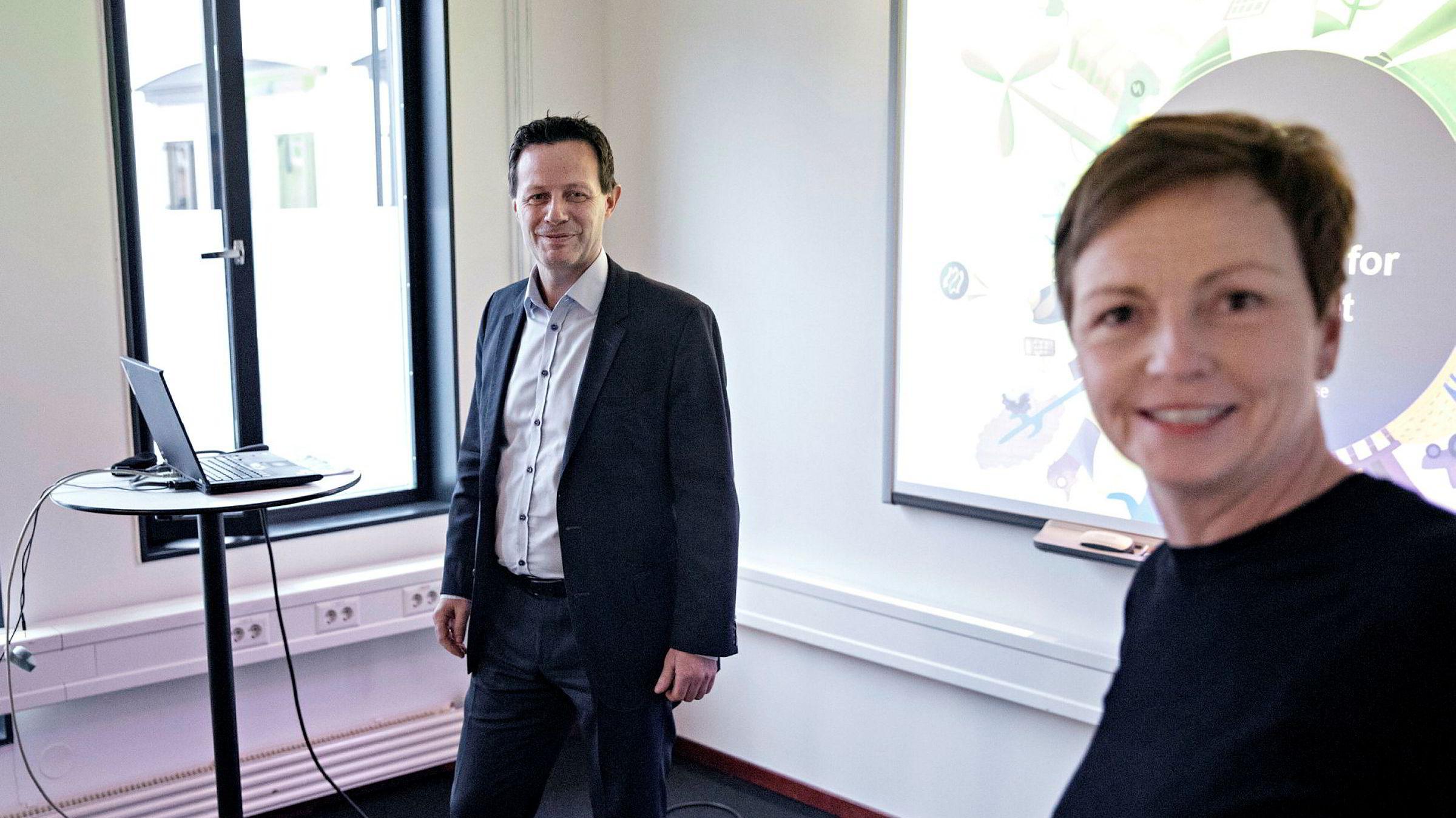 Konsernsjef Runar Hollevik og finansdirektør Mette Lier offentliggjorde torsdag halvårstallene.