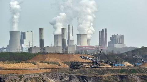 Kullnæringen bidrar til klimaendringer, og fases nå ut av flere land. Bildet viser et tysk kullanlegg. Foto: Martin Meissner/AP/NTB scanpix