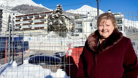 Statsminister Erna Solberg ba oljesjefene samle seg om å kreve en internasjonal pris på karbon før hun hastet til neste møte i Davos.